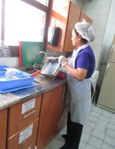 Washing food trays